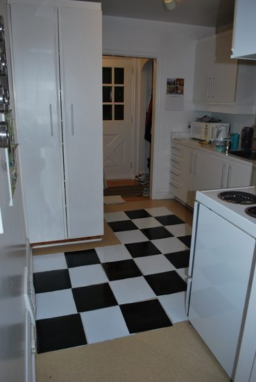 how to lay vinyl black and white flooring (in stripes ...