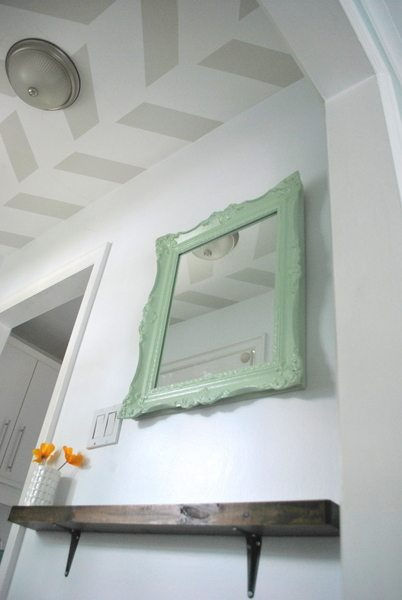 DIY mint painted mirror - via the sweetest digs
