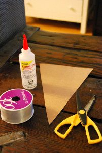 the DIY files: a fabric no-sew bunting