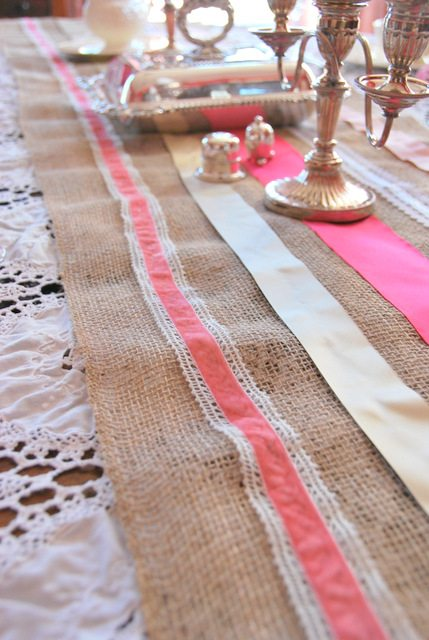 How To Make A Ribbon and Burlap Table Runnerthe sweetest digs