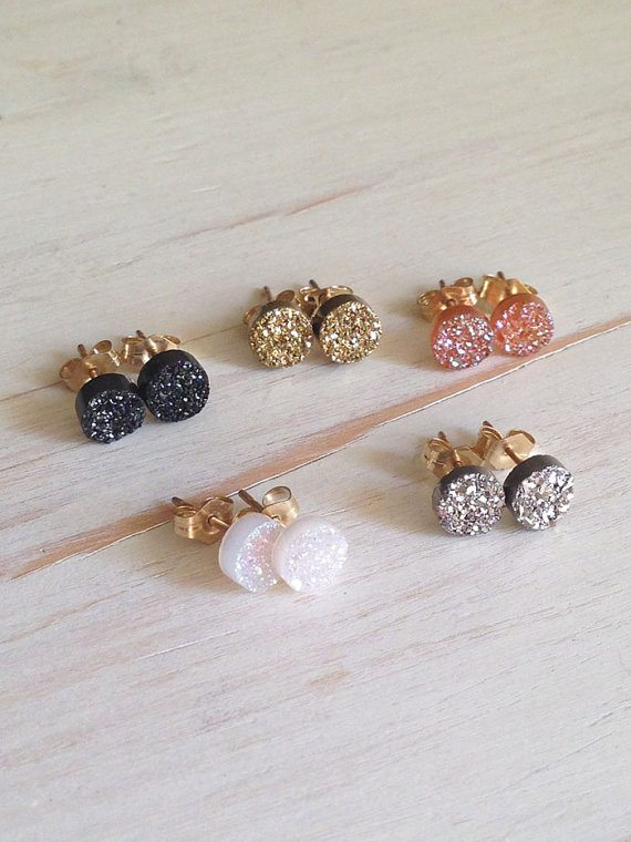 druzy stud earrings - via the sweetest digs