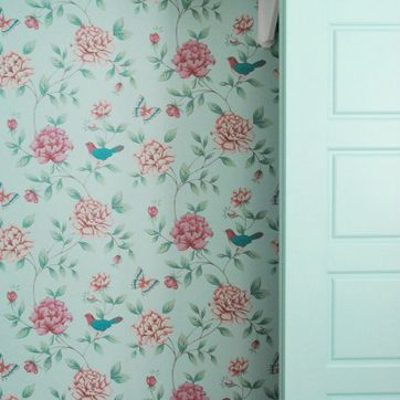 Want to try hanging wallpaper? Here are my tips as a first time wallpaper-er! Isabelle Blue paper by Graham and Brown.