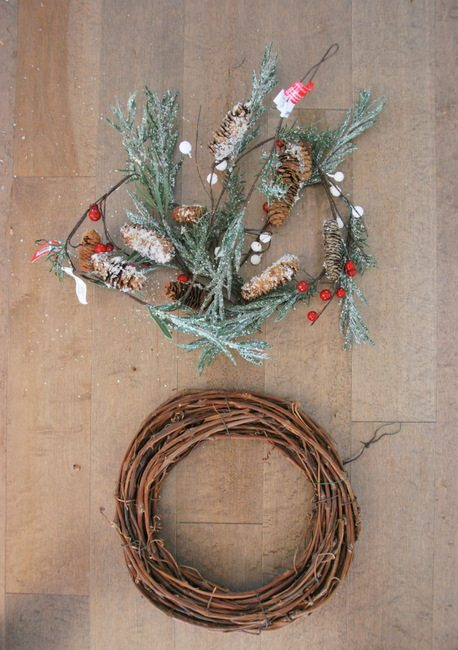 The easiest DIY rustic Christmas wreath EVER-1
