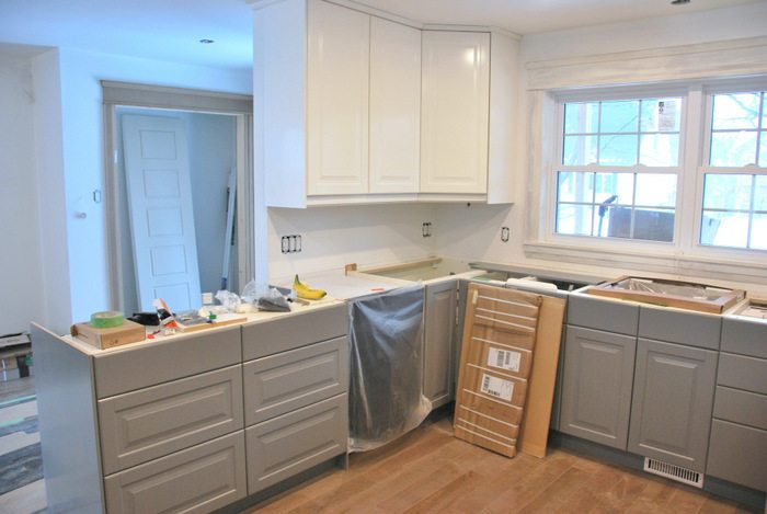 Charmant A Gray And White Kitchen Makeover Using IKEA Cabinetry, Quartz Countertops,  Subway Tile,