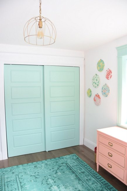 Decorating a baby girls nursery - This mint and pink room is all kinds of sweet with tons of DIY project ideas and budget-friendly decor items.1