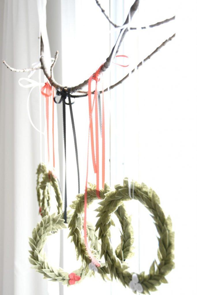 hanging-felt-wreaths