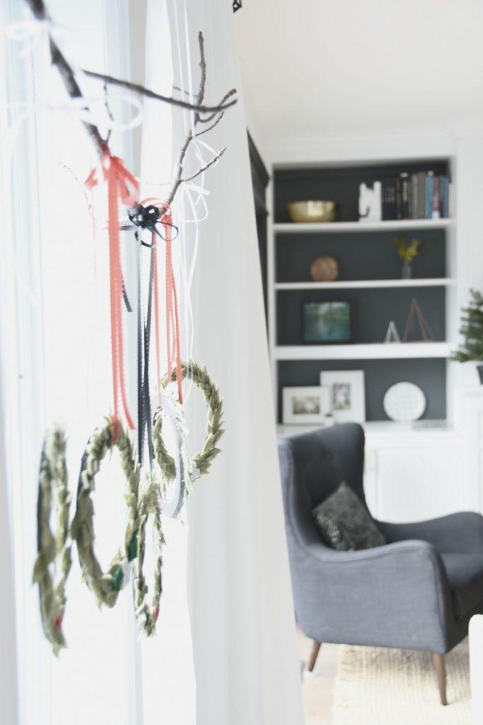 hanging-wreaths-window