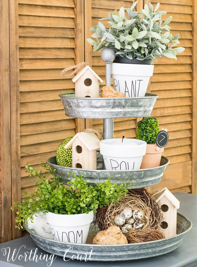 DIY white terracotta pots with black lettering - so cute for your herb garden and an easy do it yourself project!