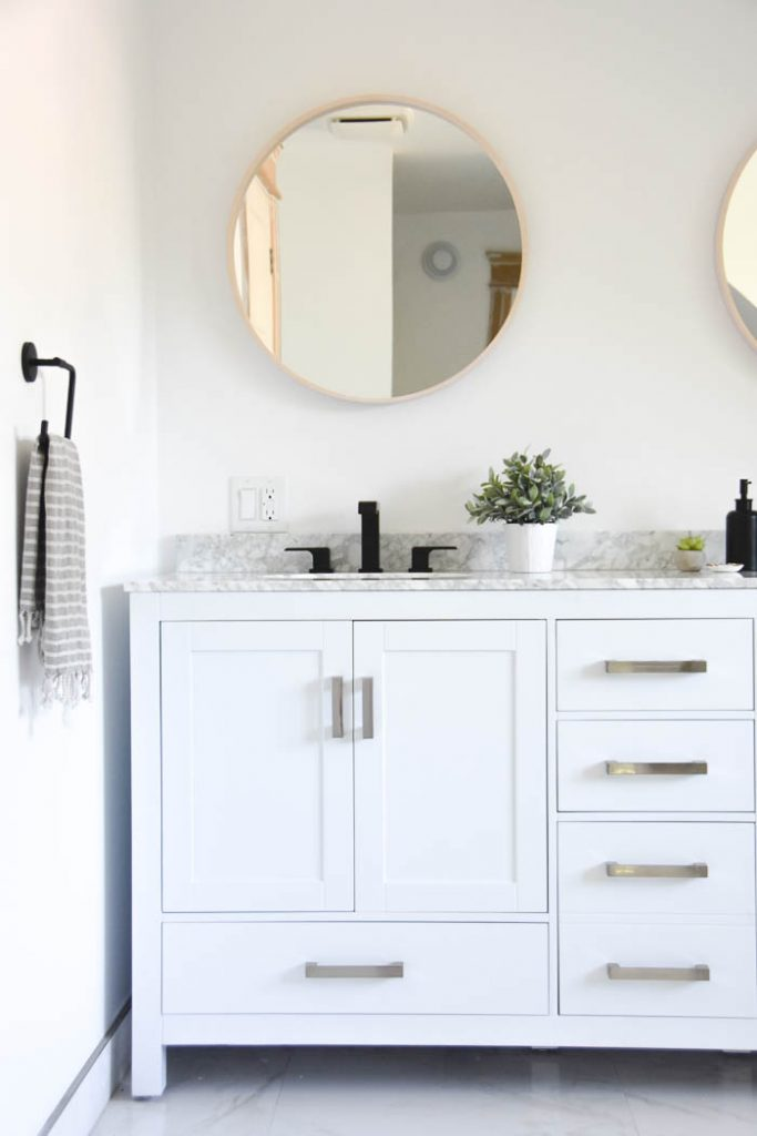 A Modern Master Bathroom Makeover with White Double Vanity and Carrara Marble Countertop. Click through for the room design and source list!