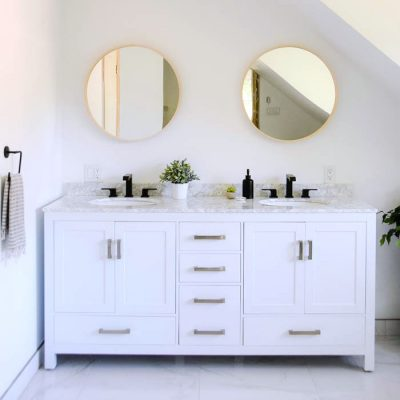 A Modern Master Bathroom Makeover with White Double Vanity and Carrara Marble Countertop. Black faucets from Delta top it off. Click through for the room design and source list!
