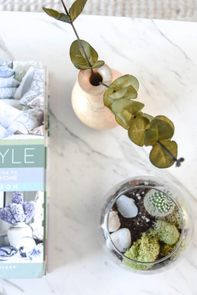 Fall and Thanksgiving Decorating Ideas. Get a modern farmhouse meets scandi style look with this easy decorating ideas!