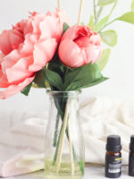 Make this DIY Flower Reed Diffuser for your essential oils. A cute Anthropologie hack to make your house smell amazing. Click for tutorial!
