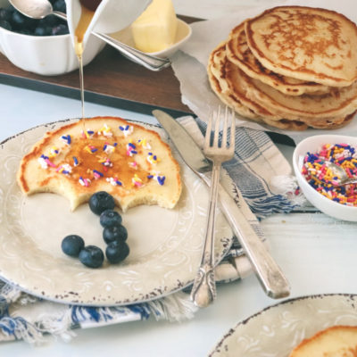 Make these fun pancake shapes. Fun rainy day pancakes featuring umbrellas! All you need are blueberries and sprinkles. Click for the how-to!